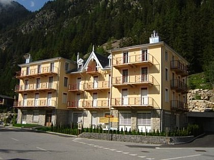 Le Residence Combins from the road