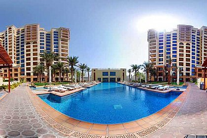 Holiday Apartment For Rent In Dubai The Palm Jumeirah With Swimming Pool Dubaiapartmentsaccommodation