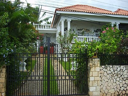 Paradise Palms Jamaica Villa - House in Montego Bay