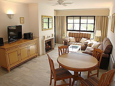 Apartment in Dona Lola Gold Crown Beach Resort, Calahonda