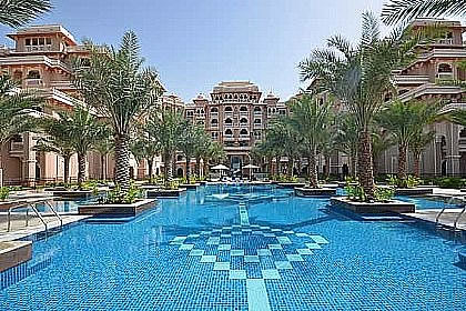 The Palm Jumeirah Holiday Rentals 2 Bedroom Apartment In Dubai With Swimming Pool Dubaiapartmentsaccommodation
