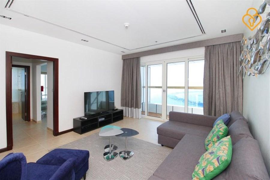Dubai Marina Holiday Rentals 3 Bedroom Apartment In With Swimming Pool Dubaiapartmentsaccommodation