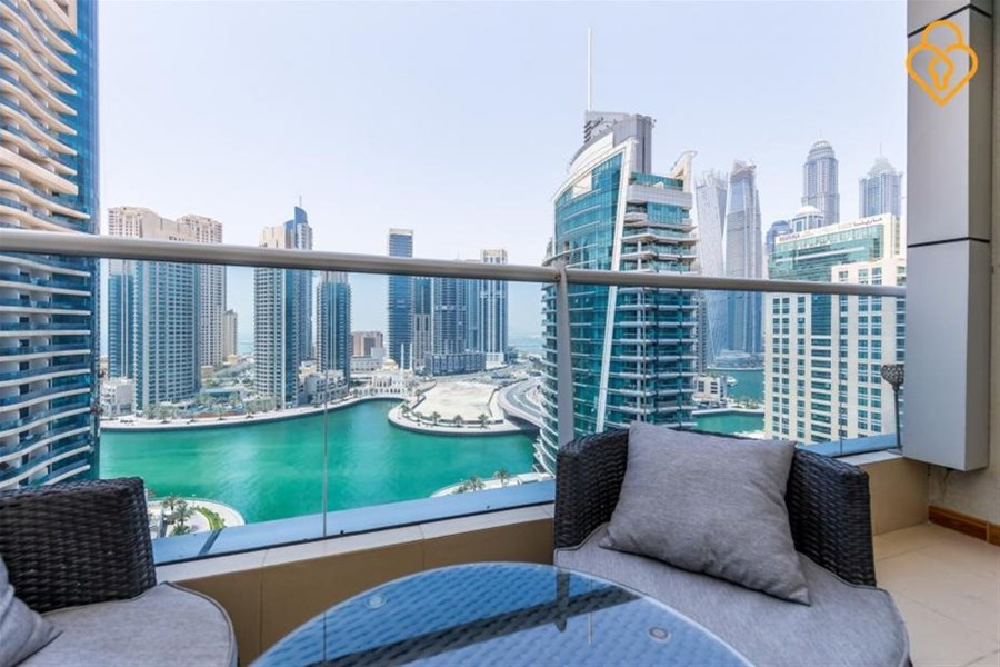 Dubai Marina Holiday Rentals 2 Bedroom Apartment In With Swimming Pool Dubaiapartmentsaccommodation